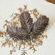 チェコスロバキア時代 ヴィンテージブローチ モミの木の葉SI