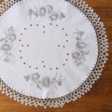 ハンガリー 刺繍ラウンドドイリーWH/L カロチャ×グレーA