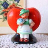 オーストリア 陶器の花器 女の子×ハート