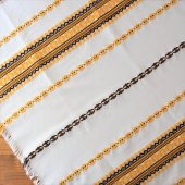 ハンガリー 刺繍のテーブルクロスWH 黄色いお花×フリンジ