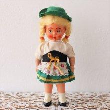 オーストリアのお人形 チロルの衣装の女の子×三つ編み