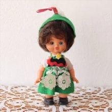 オーストリアのお人形 チロルの衣装の女の子×ボブヘア