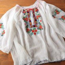 ハンガリー シフォンのフラワー刺繍ブラウスWH