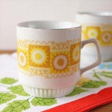 ハンガリー ZSOLNAY マグカップ 黄色い太陽