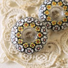 チェコ ボヘミアガラスのボタン 花輪/YE×WH