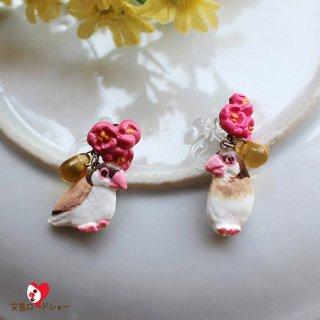 ミニチュア作家 aietta 【シナモン文鳥】ピアスorイヤリング*花鳥*濃ピンクの花とチェコガラスの雫