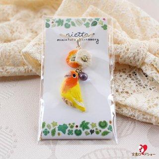 ミニチュア作家 aietta 【花鳥・ルチノー】コザクラインコのネックレス*オレンジの花&紺色チェコガラス