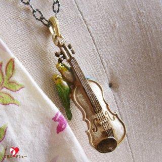 【生産終了・ラスト3!】【LPライト送料込】【雑誌掲載】Palnart Poc「愛の挨拶」黄緑&レインボーセキセイインコとバイオリンのネックレス【楽器シリーズ】