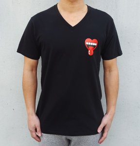 [HEARTY MOUTH]  V Neck T-Shirts (BLACK)