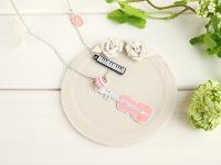 バイオリンと鍵盤のネックレス ピンク