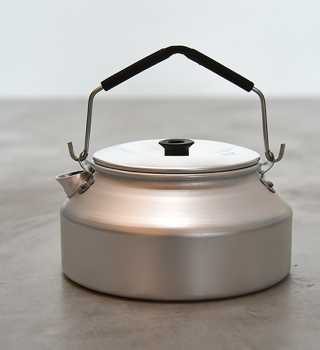 <img class='new_mark_img1' src='https://img.shop-pro.jp/img/new/icons13.gif' style='border:none;display:inline;margin:0px;padding:0px;width:auto;' />【Trangia】トランギア Kettle 0.9L