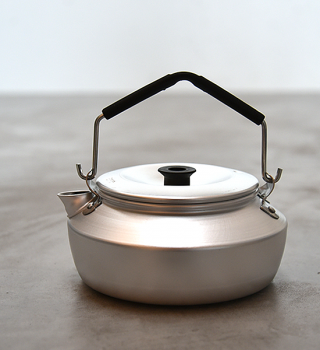 <img class='new_mark_img1' src='https://img.shop-pro.jp/img/new/icons13.gif' style='border:none;display:inline;margin:0px;padding:0px;width:auto;' />【Trangia】トランギア Kettle 0.6L