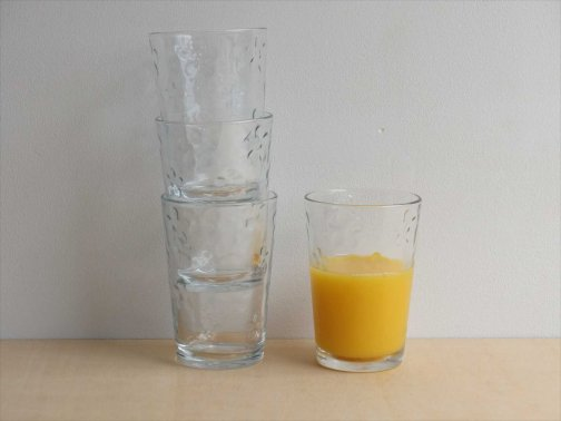 飲食に:花柄グラス