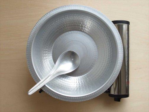 台所で:アルマイト鍋