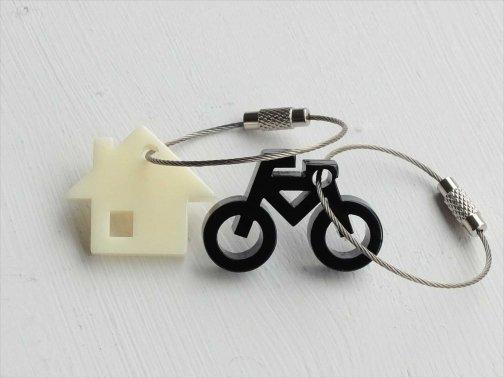 屋外で:家と自転車