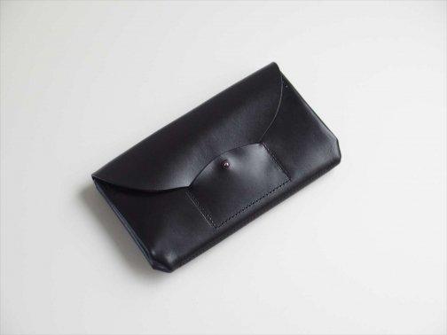 屋外で:蛇腹長財布