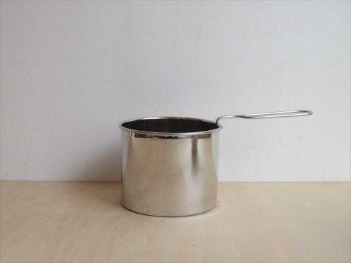 台所で:粉ふるい