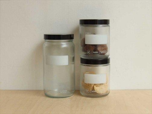 台所で:医療ガラスボトル