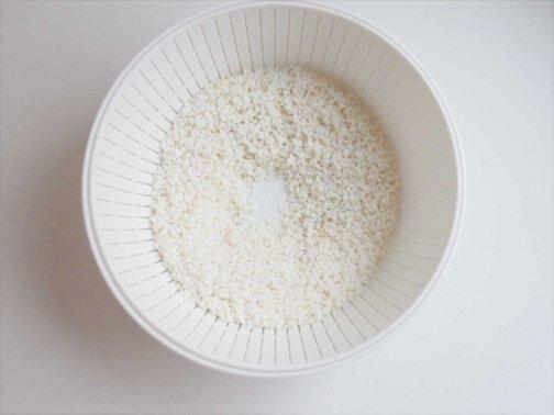 米とぎザルとボウル