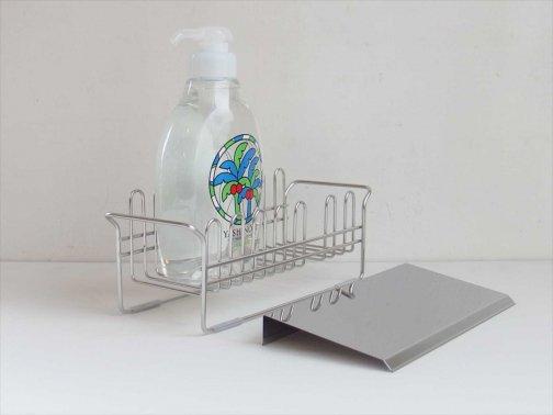 台所で:スポンジ・洗剤バスケット