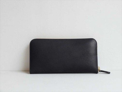 屋外で:大容量長財布
