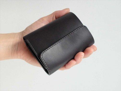 屋外で:コンパクト財布
