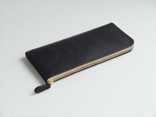 屋外で:L字ファスナー長財布