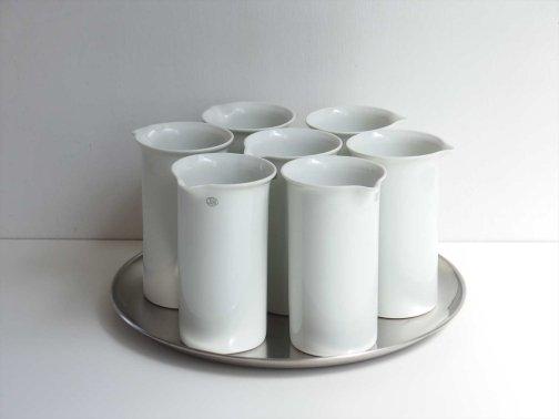 台所で:細身の磁器ビーカー