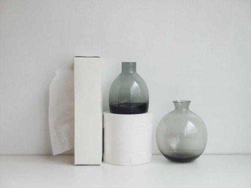 スモークグレーの花瓶