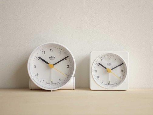 白いアラーム時計