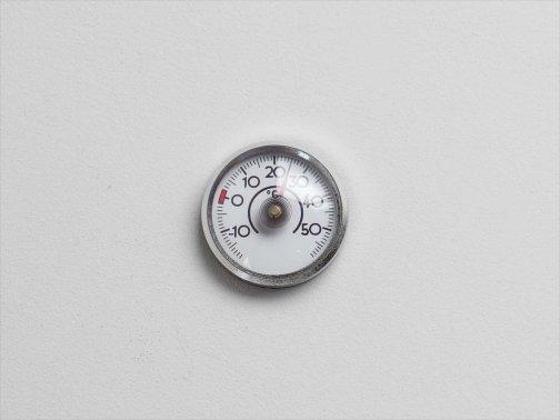 室内で:ミニミニ温度計(シルバー)