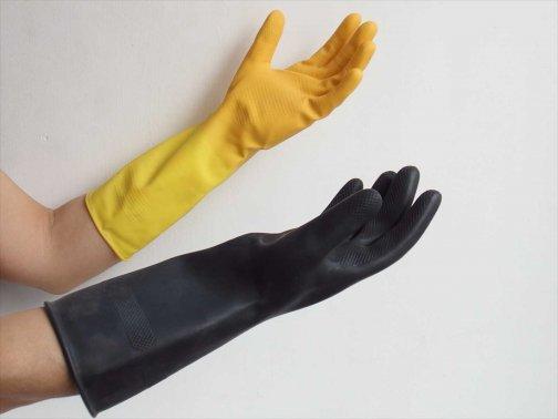台所で:ゴム手袋