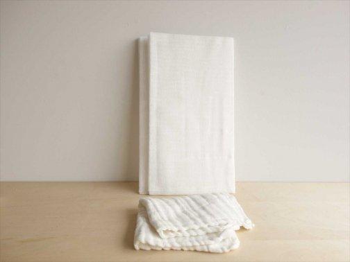 台所で:蚊帳ふきん3枚組