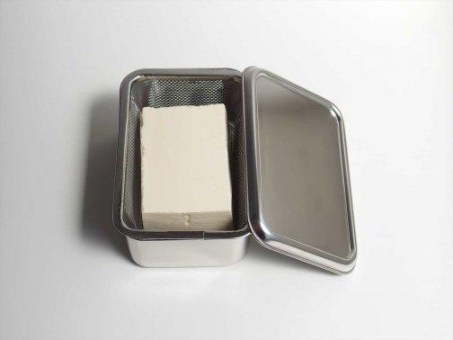 台所で:豆腐の保存容器