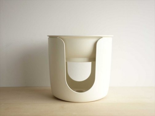 室内で:風呂椅子と桶