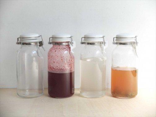 台所で:液体保存ビン