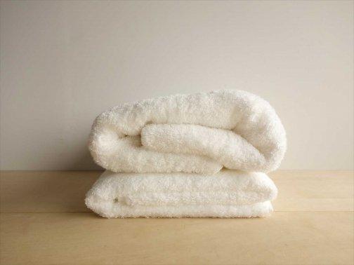 室内で:白いタオル