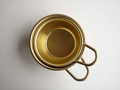 台所で:手付きアルマイトカップ