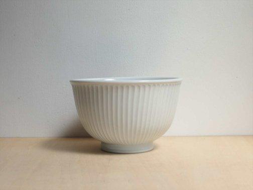 飲食に:しのぎ白磁丼鉢