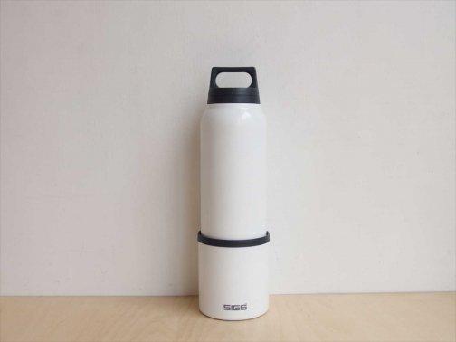 outdoor:白色の水筒