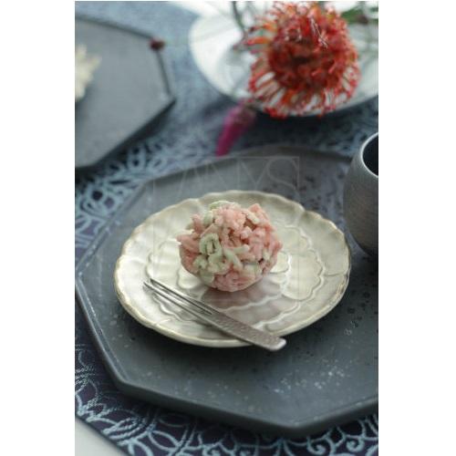 銀彩 牡丹小皿