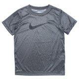 【NIKE】 DRI-FIT スウッシュ グラフィック半袖Tシャツ (96-122cm) HDGY