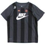 【NIKE】DRI-FIT ストライプ フューチュラ Tシャツ (96-122cm) GY