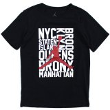 <img class='new_mark_img1' src='https://img.shop-pro.jp/img/new/icons20.gif' style='border:none;display:inline;margin:0px;padding:0px;width:auto;' />【JORDAN】NYC 5BORO Tシャツ (128-170cm) BK