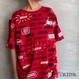 【JORDAN】 総柄マルチロゴ  Tシャツ  (128-170cm) RD