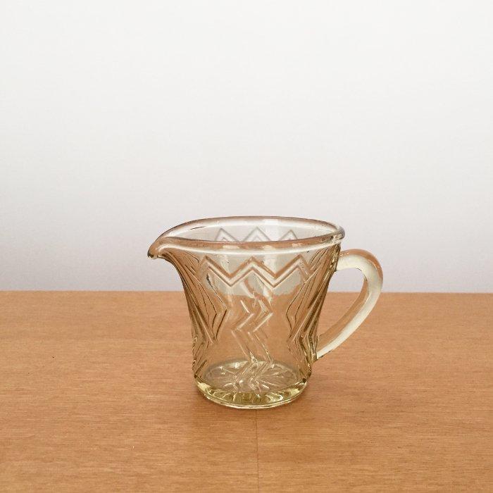 琥珀色のガラスのクリーマー