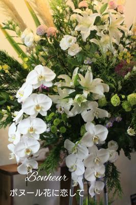 【制作事例】葬儀 優しい雰囲気スタンドアレンジ 胡蝶蘭