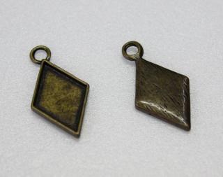トランプパーツ<br />ダイヤ (真鍮古美)