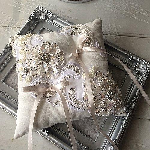 スパンコールのお花刺繍リングピロー