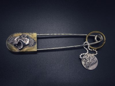 silly essence/pin222/panther/silver/brass